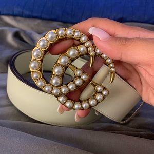 Gucci white pearl belt